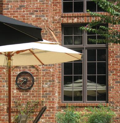Basso-unbrellas-gal